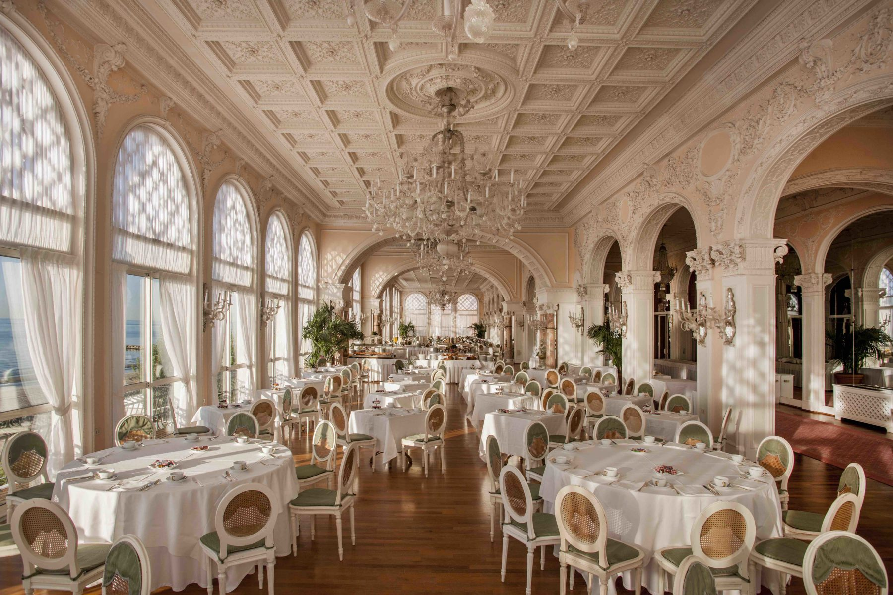 La spettacolare Sala Stucchi dell'Hotel Excelsior Venezia Lido