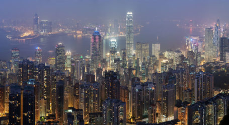 Lo skyline di Hong Kong illuminato