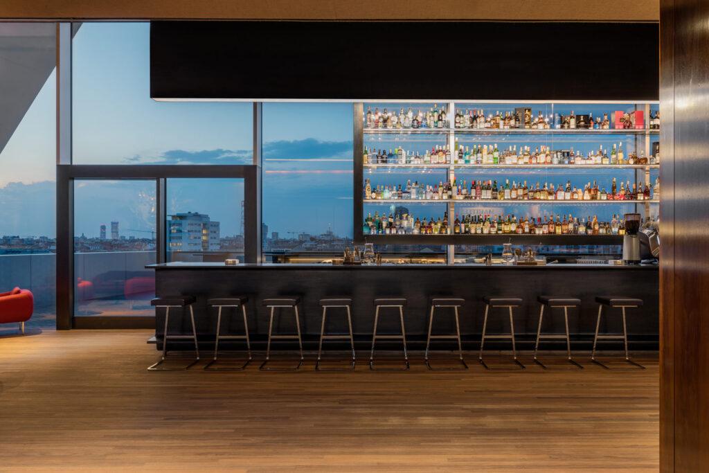 Le vetrate panoramiche del Ristorante Torre