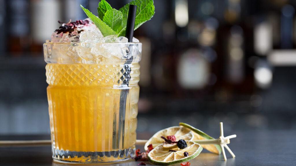 La cocktail list proposta al bancone di Bob punta sui grandi classici della miscelazione