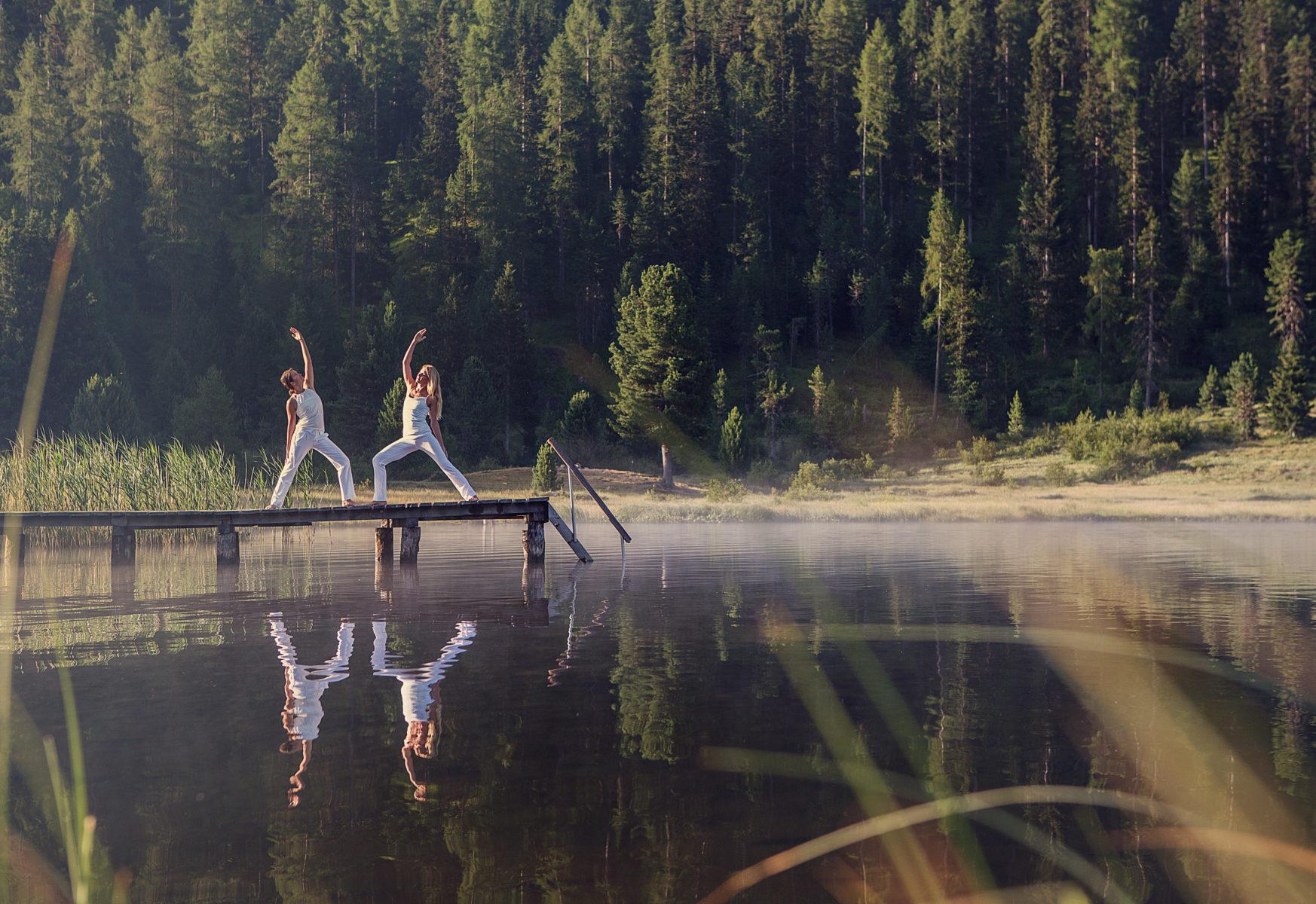 A St. Moritz si può anche praticare yoga in quota Foto di Filip Zuan