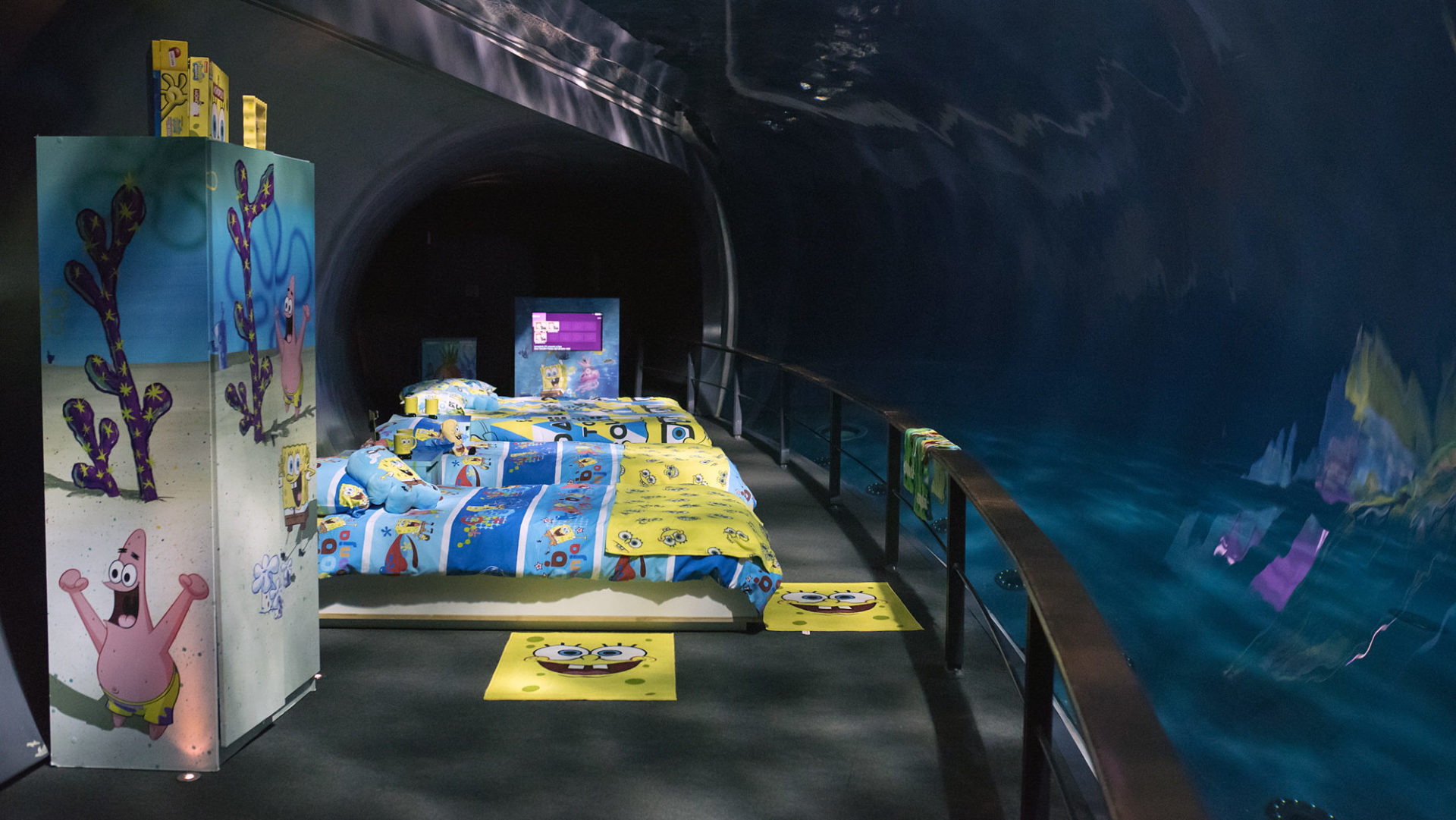 La stanza davanti alla vasca dei delfini