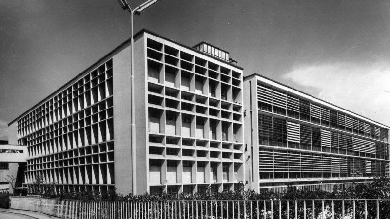 Parte retrostante dell'ampliamento delle Officine ICO realizzato tra il 1939 e il 1947, www.storiaolivetti.it - Associazione Archivio Storico Olivetti, Ivrea - Italy