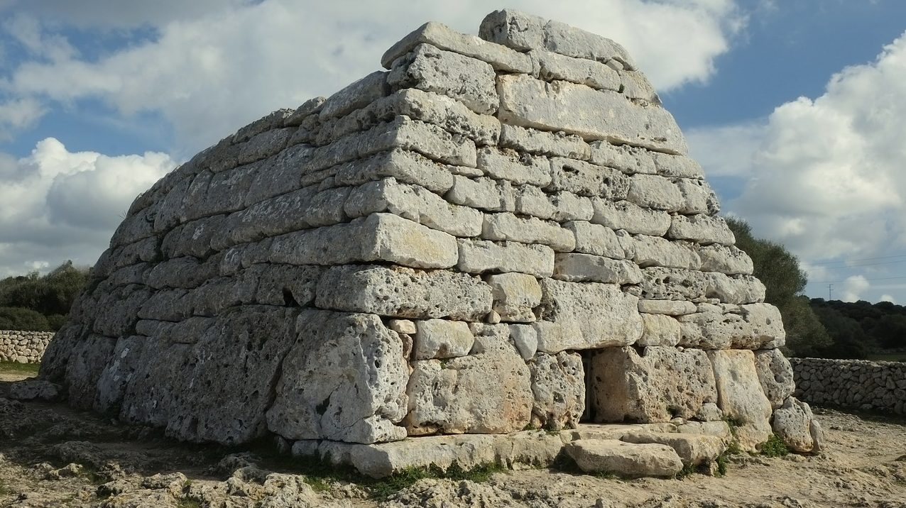 La Naveta d'es Tudons, uno reperto archeologico di Minorca